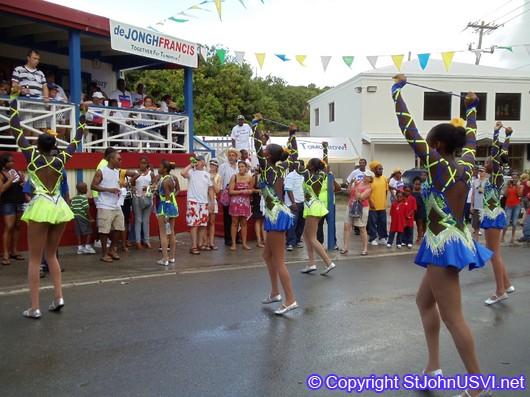 Majorettes dancing