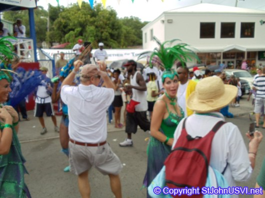 Crowd dancing with the members of Birds of Paradise